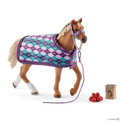 Set PUROSANGUE INGLESE CON COPERTA horse club SCHLEICH cavalli in resina 42360 età 5+