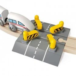 PASSAGGIO A LIVELLO AUTOMATICO TRENO FERROVIA HAPE E3705 rail crossing