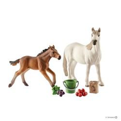 SET MUSTANG AL PASCOLO horse club SCHLEICH cavalli in resina 42390 GIUMENTA E PULEDRO età 3+