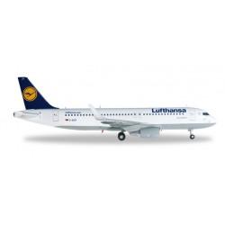 LUFTHANSA AIRBUS A320-200...