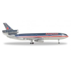 AMERICAN AIRLINES DC-10-30...